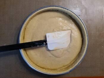 Déposer la crème frangipane, lisser
